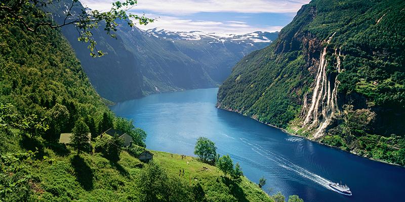 unesco-geirangerfjord-skagefla-waterfall-2-1_6cc6a64a-a204-432e-8753-01ef2080f24e